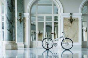 Bicicleta eléctrica de 100 km de autonomia em design vintage