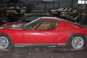 Colecção de 81 automóveis descoberta em armazém vai a leilão
