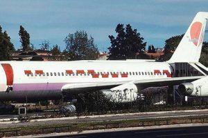 Convair 880, o avião fantasma que acabou como bar em Lisboa