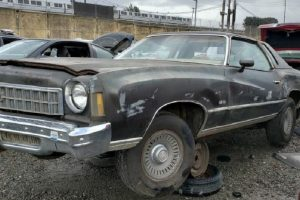 Chevrolet Monte Carlo Landau descoberto numa sucata