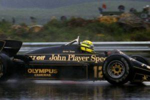Placa da asa traseira do Lotus 97T que Senna conduziu em 1985 à venda