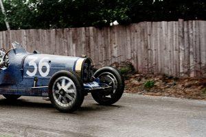 """Snapshot: Quando o Bugatti bateu o """"camião mais rápido do mundo"""""""