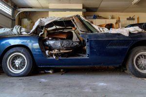 Ferrari 250 GT PF Convertible permaneceu fechado durante décadas numa garagem