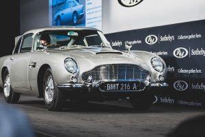 Aston Martin DB5 de James Bond vendido pelo valor recorde de 6,4 milhões de dólares