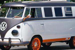 """VW transforma """"pão de forma"""" em carro eléctrico e biométrico"""