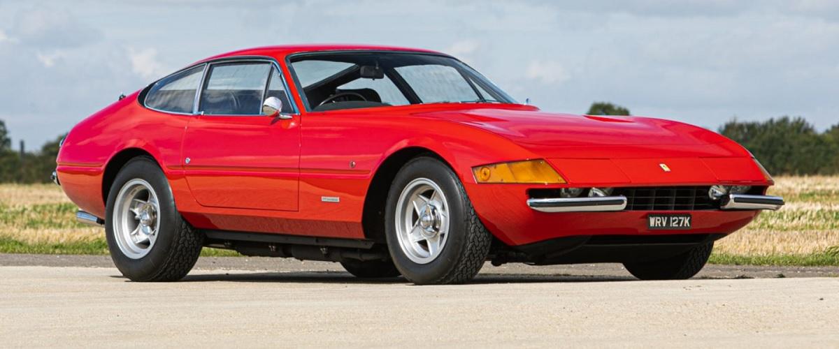 Antigo Ferrari 365 GTB/4 Daytona de Elton John leiloado por meio milhão de euros