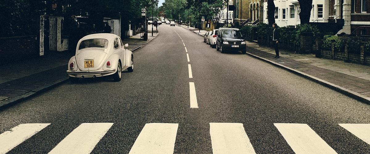 Volkswagen altera a icónica capa do álbum Abbey Road dos The Beatles