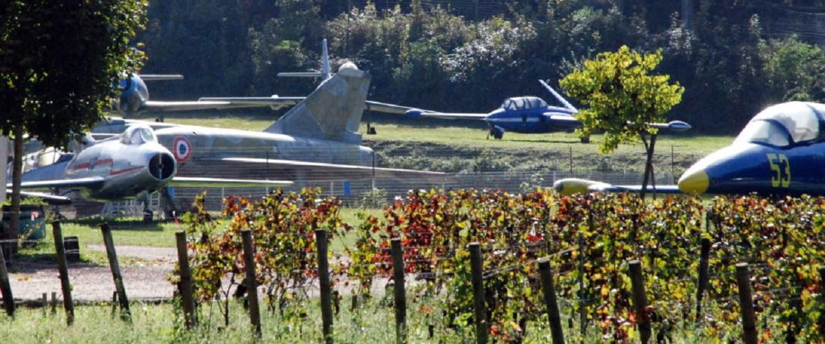 Castelo francês alberga colecção de aviões de combate, automóveis e motos