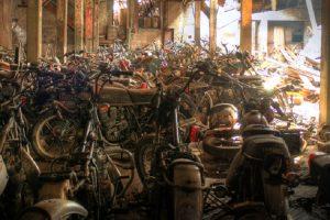 O armazém abandonado que escondia uma colecção motociclos