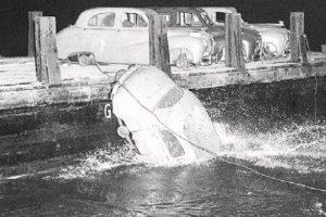 Quando 22 Austin A40 foram lançados ao mar em Vancouver