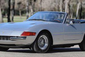Seis Ferraris descapotáveis vão a leilão em Scottsdale