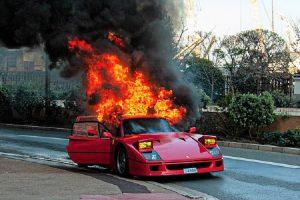 Ferrari F40 destruído pelas chamas no Mónaco