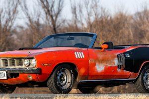Plymouth Cuda V-Code 440-6 vai a leilão após 35 anos fechado num contentor