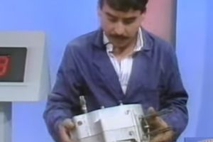 Quando Francisco Madeira montou um motor Sachs em 15 minutos na TV