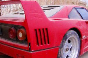 Ferrari F40 que pertenceu ao filho de Saddam Hussein continua ao abandono