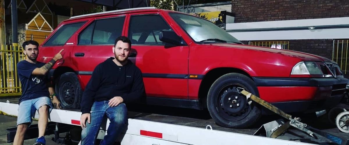 Automóveis dos anos 90 completamente novos encontrados na Argentina