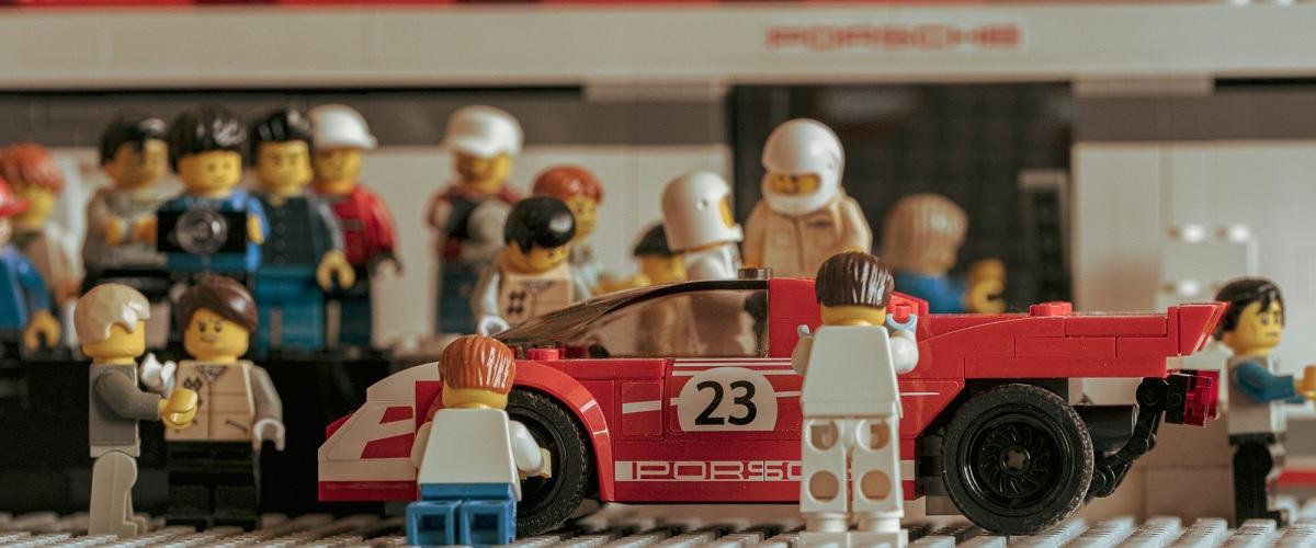 Porsche é o novo tema dos cenários em Lego de Dominic Fraser