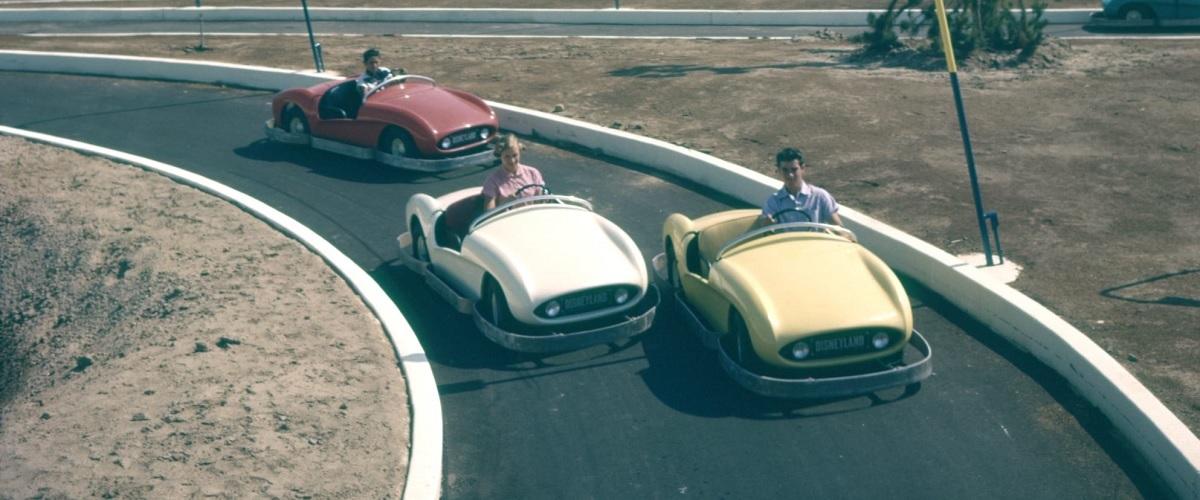 Autopia, a atracção da Disneyland para os pequenos petrolheads