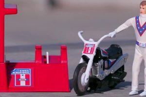Evel Knievel Stunt Cycle volta a ser produzido com os moldes originais