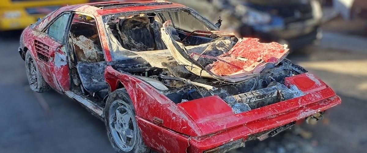 Ferrari Mondial roubado encontrado num rio passados 25 anos