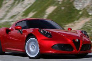 Alfa Romeo 8C Competizione, um supercarro que homenageia a tradição