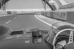 Mike Hawthorn ao volante de um Jaguar D-Type em Le Mans