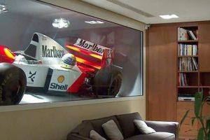 Snapshot: Bernie Ecclestone expõe McLaren MP4/8 de Senna no seu escritório