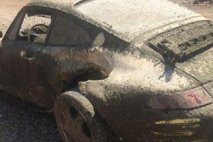 O projecto de restauro de um Porsche 911 que foi encontrado num rio