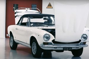 O minucioso restauro de um Fiat 124 Spider