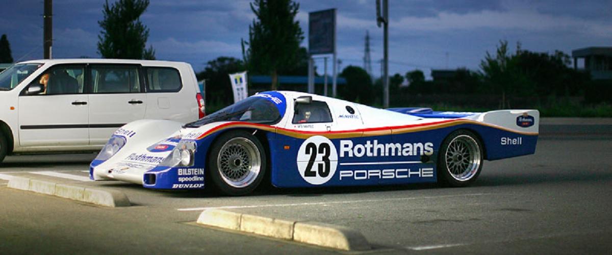 O Porsche 962 que é conduzido pelas ruas do Japão