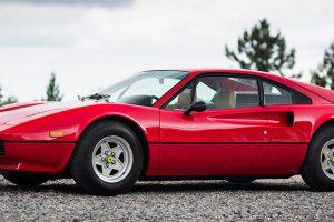 """Ferrari 308 GTB """"Vetroresina"""" em destaque na Topos & Clássicos"""