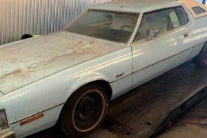 Encontrado Ford Thunderbird de 1976 com apenas 22 km