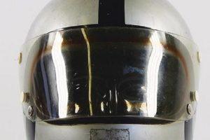 Capacete utilizado por Steve McQueen no filme Le Mans à venda em leilão
