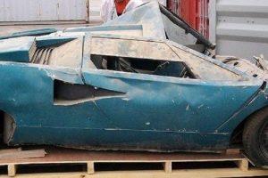 Lamborghini Countach LP400 Periscopio encontrado num contentor em restauro