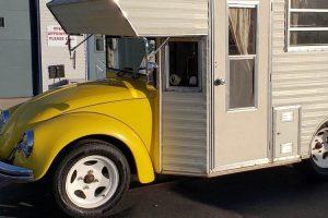 Rara autocaravana com base no Volkswagen Carocha vendida em leilão