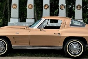 O último Chevrolet Corvette Split Window produzido está à venda