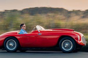 Primeiro Ferrari a entrar em Portugal esta à venda