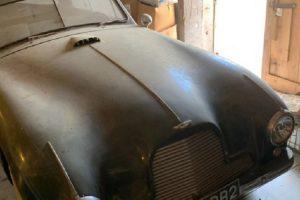 Aston Martin DB2 encontrado numa garagem procura novo proprietário