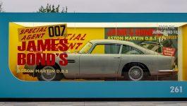 Réplica do Aston Martin DB5 de James Bond apresentada na estreia do novo filme do 007