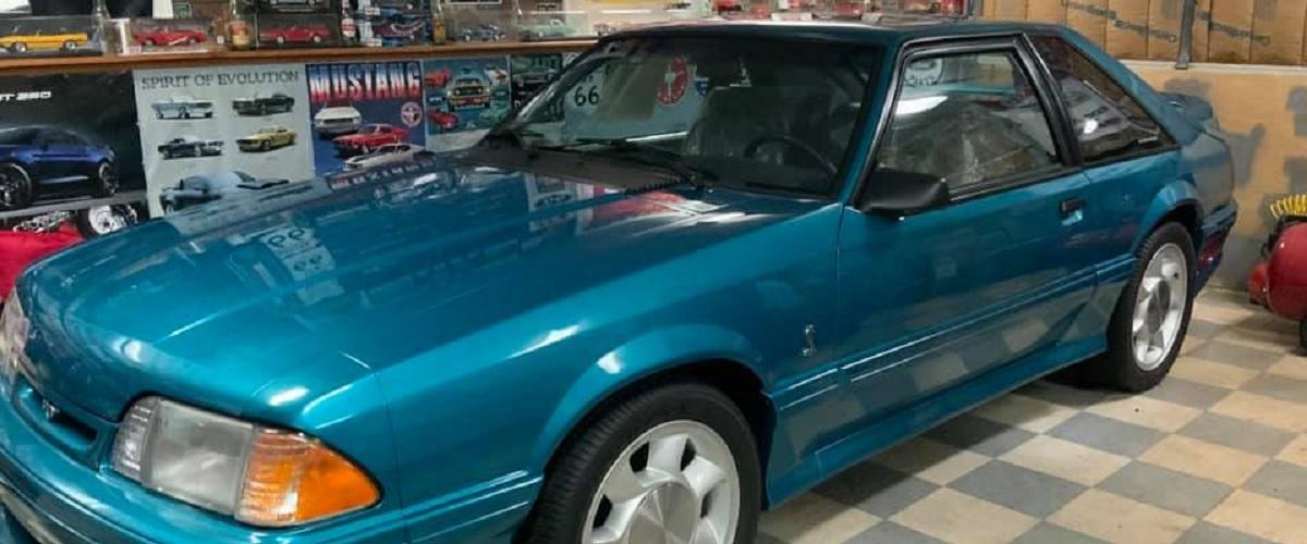 Ford Mustang SVT Cobra de 1993 com 31 milhas vai a leilão