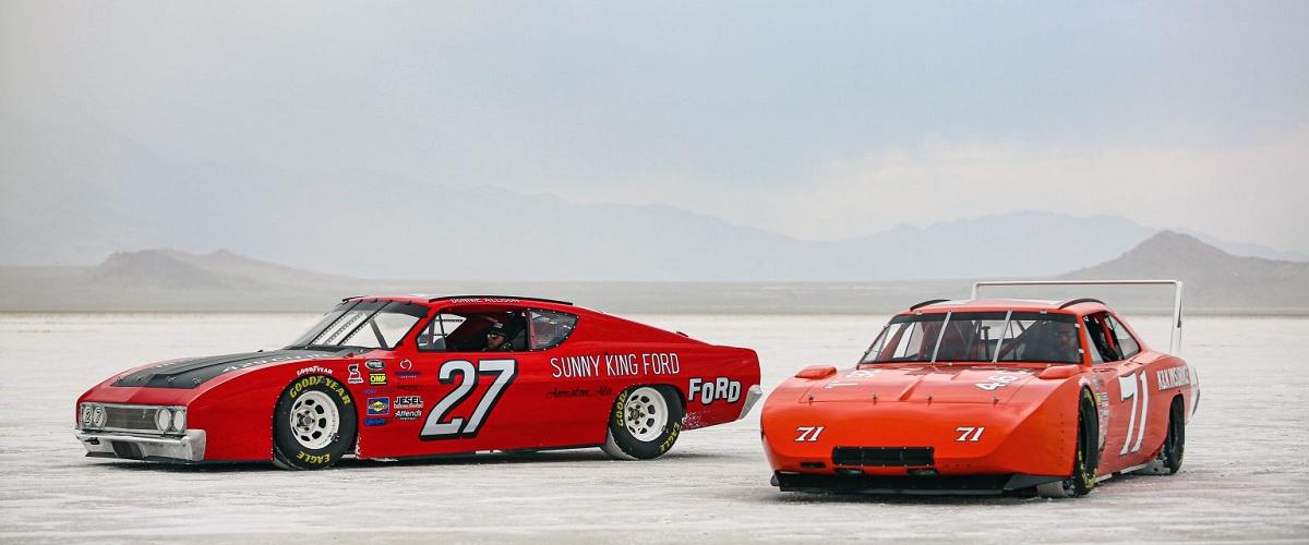 Os dois automóveis de NASCAR desenvolvidos para desafiar a velocidade em Bonneville