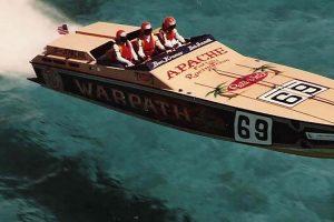 Apache 41' Offshore Powerboat Warpath vendido por mais de 400 mil dólares