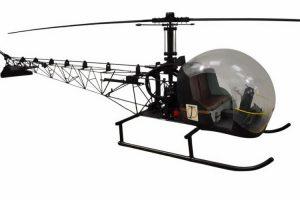 Modelo à escala do Bell 47G utilizado num filme de James Bond vendido em leilão