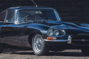 Silverstone Auctions leva a leilão um Jaguar E-Type com a rara frente de quatro faróis
